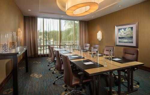 Courtyard-Marriott-Fort-Lauderdale-Beach-business-center