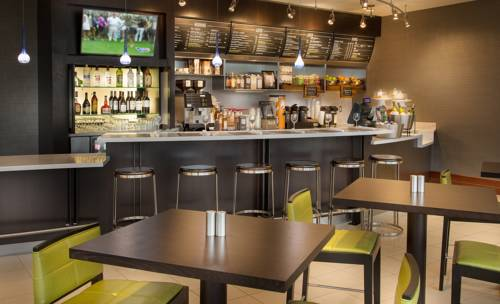 Courtyard-Marriott-Fort-Lauderdale-Beach-cafeteria