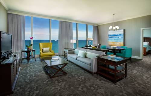 Courtyard-Marriott-Fort-Lauderdale-Beach-suite
