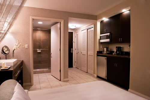 Crowne-Plaza-Hollywood-Beach-Resort-Hotel-room-2