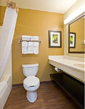 Extended-Stay-America-Fort-Lauderdale-Convention-Ctr-Cruise-Port-bathroom