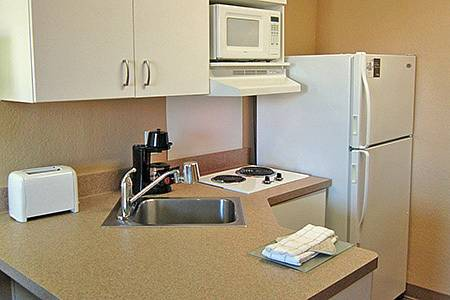 Extended-Stay-America-Fort-Lauderdale-Convention-Ctr-Cruise-Port-kitchem-1