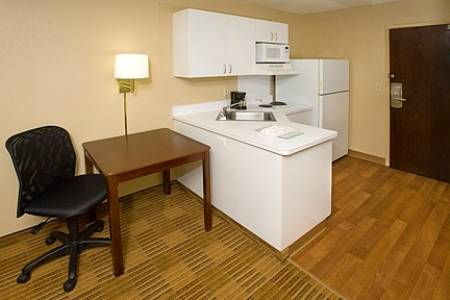 Extended-Stay-America-Fort-Lauderdale-Convention-Ctr-Cruise-Port-kitchen