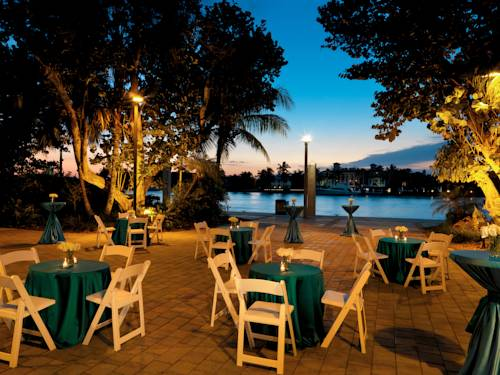 bahia-mar-fort-lauderdale-beach-doubletree-hilton-out-door-dining