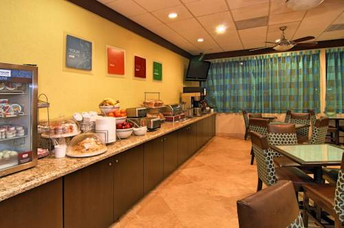 comfort-suites-fort-lauderdale-airport-cruise-port-hotel-breakfast
