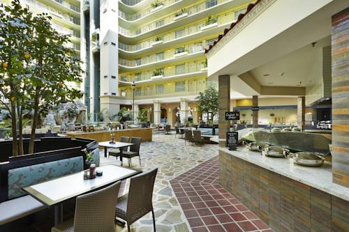 embassy-suites-hotel-ft-lauderdale-17-street-manages-dining-cocktail