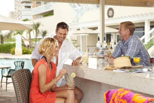 fort-lauderdale-marriott-pompano-beach-resort-spa-pool-bar