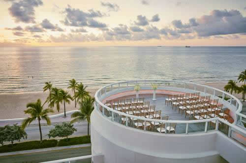 hilton-fort-lauderdale-beach-resort-beacfront-lounge-chairs