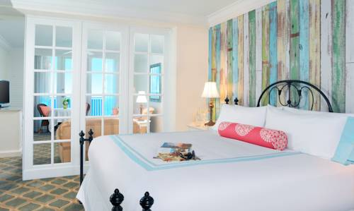 pelican-grand-beach-resort-noble-house-resort-bedroom