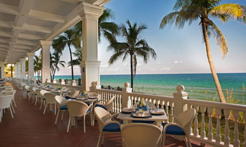 pelican-grand-beach-resort-noble-house-resort-oceanfront-breakfast
