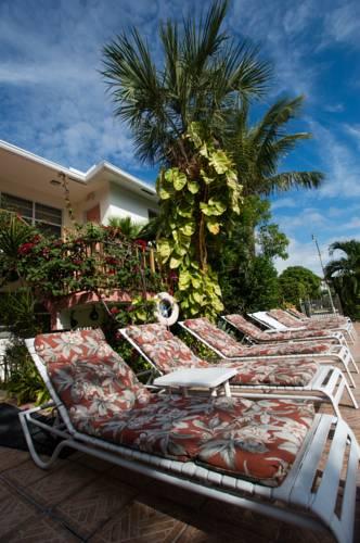shore-haven-resort-inn-lauderdale-by-the-sea-pool-deck