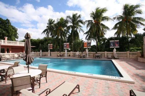 stadium-hotel-miami-dolphins-pool